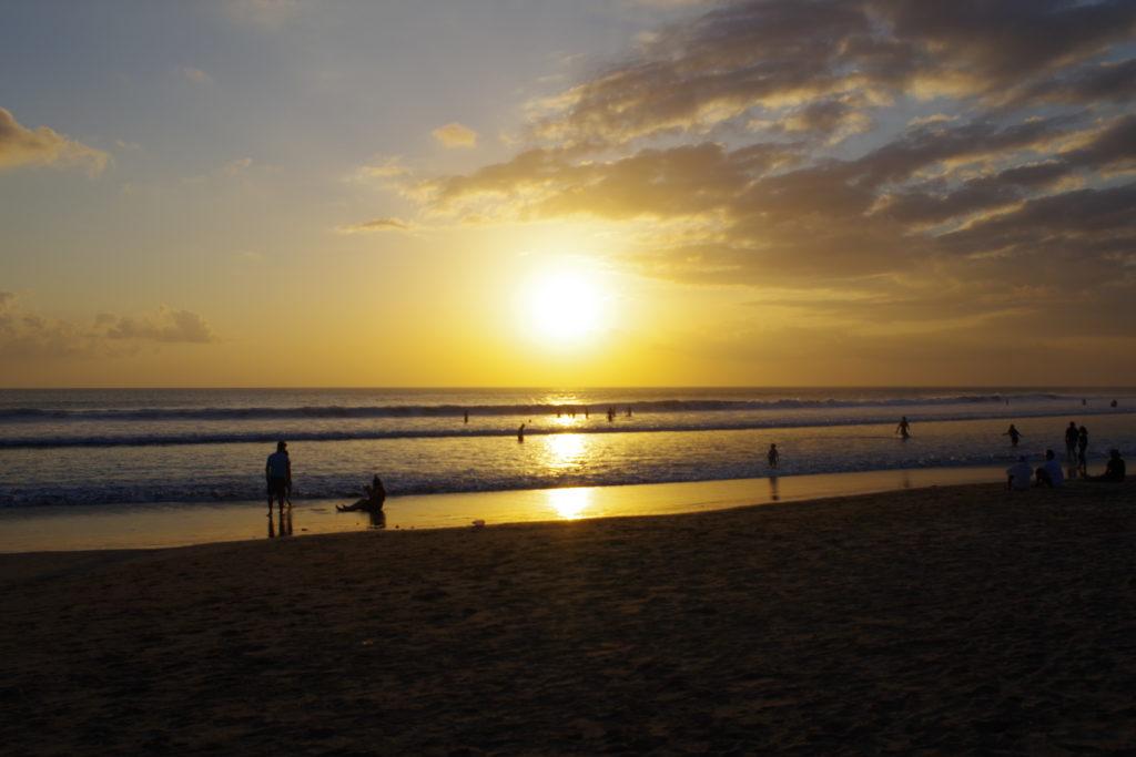 スミニャックビーチの夕陽
