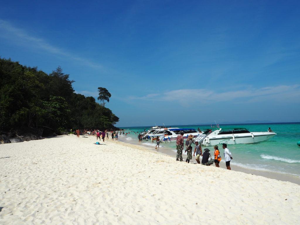 バンブー島の白い砂浜